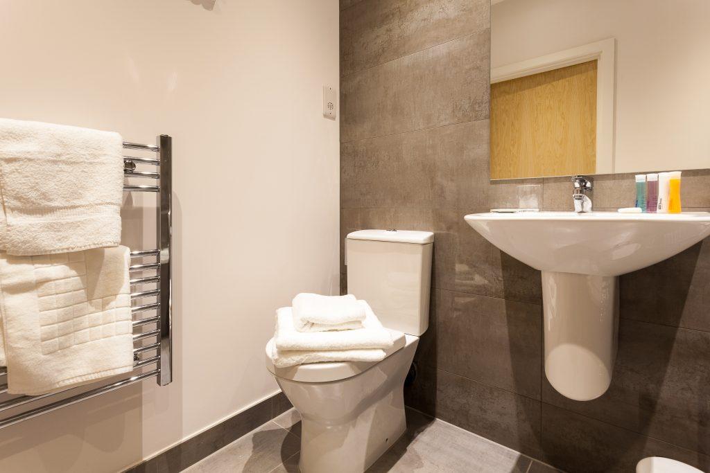 CH Bathroom 03